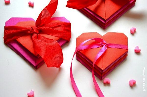 corazones de origami con lazo