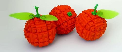 Naranjas construidas con bloques de LEGO