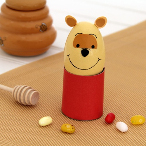 Huevo de Pascua decorado con el personaje The Winnie Pooh