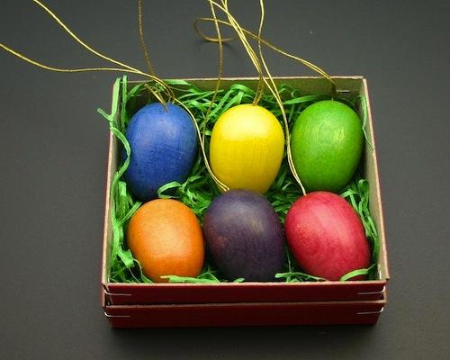 decorar huevos de pascua colores