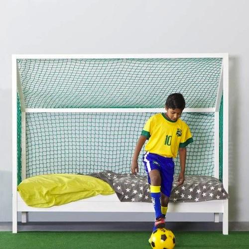 cama con portería o arco de futbol