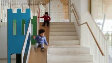 Toboganes infantiles interiores para deslizarse por las escaleras