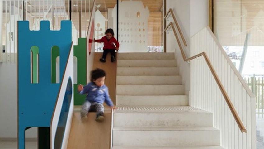 tobogan infantil interior escaleras