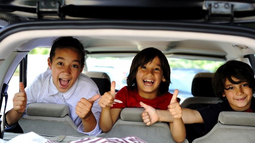 viajar en coche familia niños