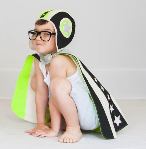 Disfraz superhéroe de niño con capa y gorro