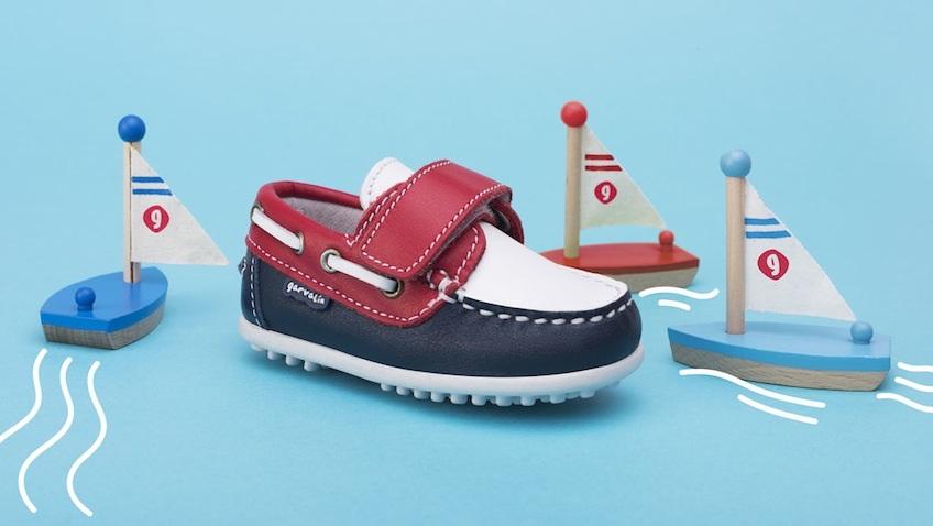 Calzado infantil verano azul rojo Garvalin