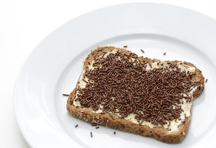 Desayuno infantil pan con virutas foto de ANP