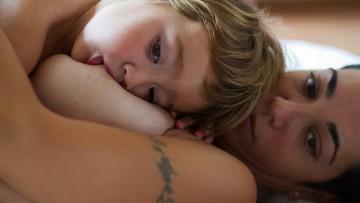 La lactancia materna prolongada es muchas veces criticada ¿por qué?
