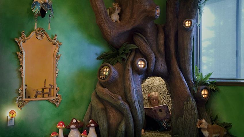 habitación infantil bosque con árbol mágico