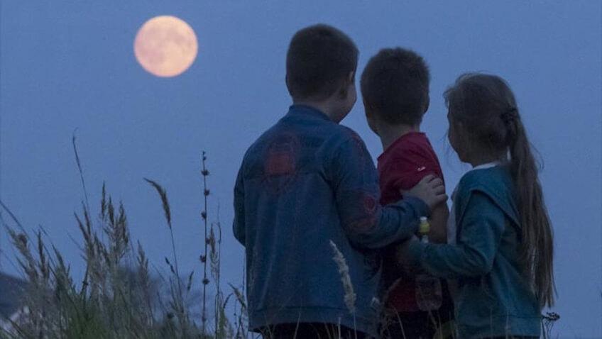 Cómo afecta la luna llena a los niños