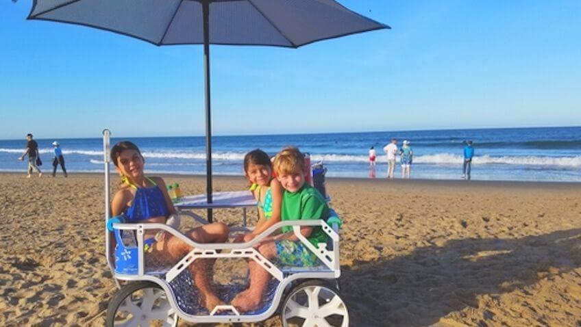 carro playa niños sombrilla