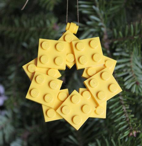adorno de navidad hecho con lego