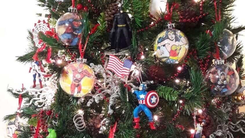 rbol de Navidad para nis decorado con superhroes