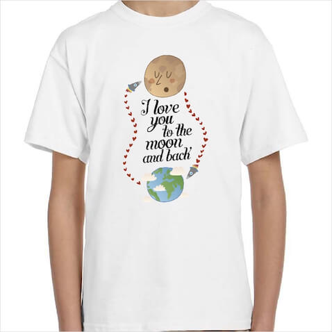 "Camisetas infantiles con la frase ""I love you to the moon and back"""