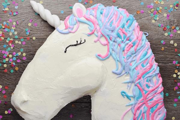 Tarta de unicornio hecha con cupcakes