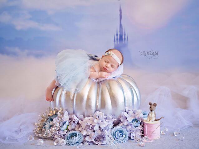 Fotos de bebés recién nacida vestida de Cenicienta de Disney