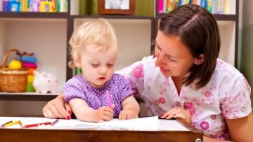 ¿Cuánto cobra una niñera? Mapa de precios por comunidades autónomas