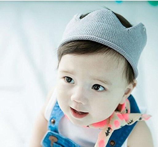 Corona hecha de ganchillo para bebés