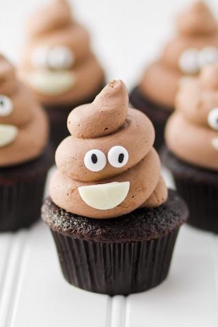 Emoji cupcakes decorados de la caca DIY