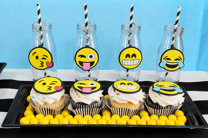 Cupcakes decoradas de Emojis y botellas