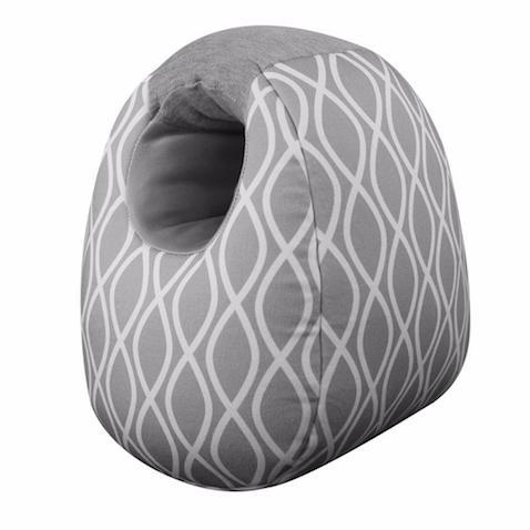 Milk Boss cojín de lactancia con diseño innovador que permite sujetar al bebé en postura vertical y evitar reflujos