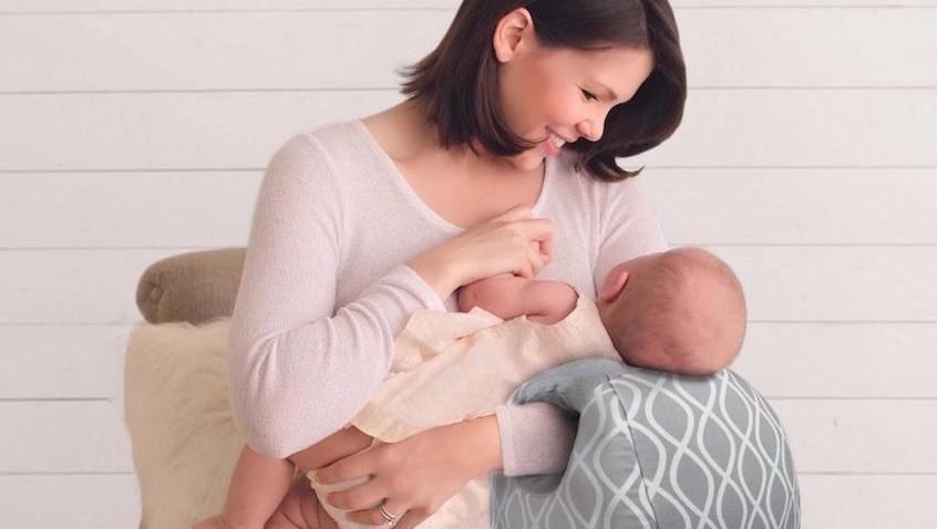 cojín de lactancia cómodo y barato con diseño innovador