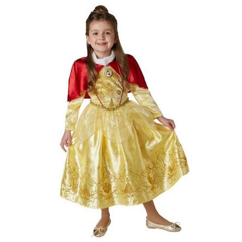 Disfraz de invierno de Bella de Disney vestido con capa