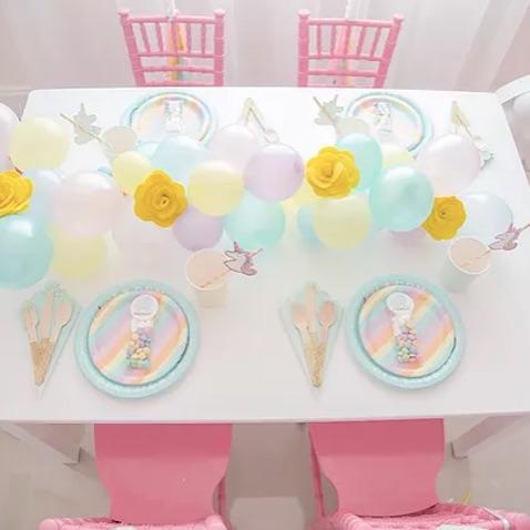 fiesta de cumpleaños de unicornios decoración mesa invitados para niños