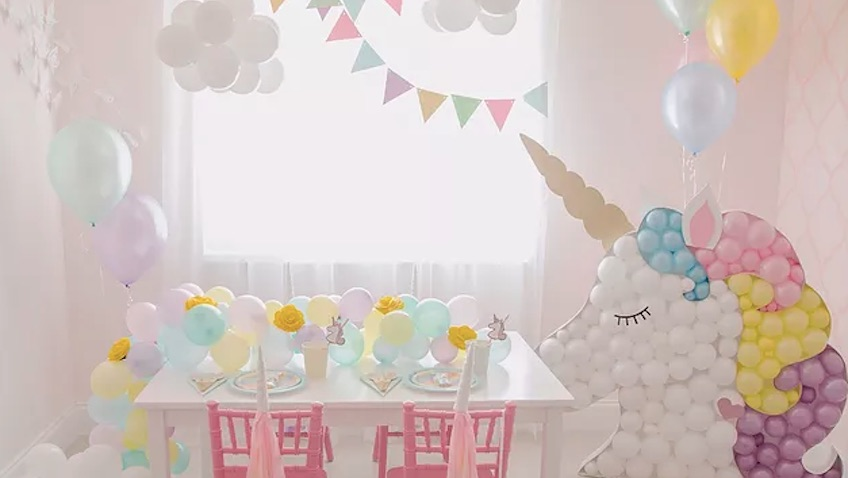 fiesta de cumpleaños de unicornios decoración con globos