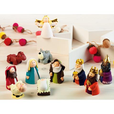 Belén para niños con figuras hachas de plastilina