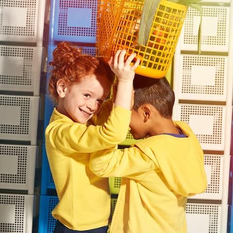 Sudaderas en colores básicos para niños