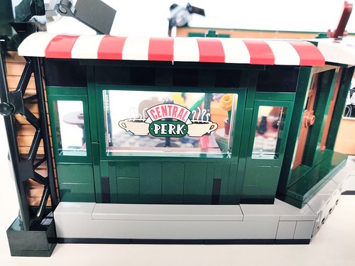 "Ventana con el logotipo ""CENTRAL PERK"" set Lego Friends"