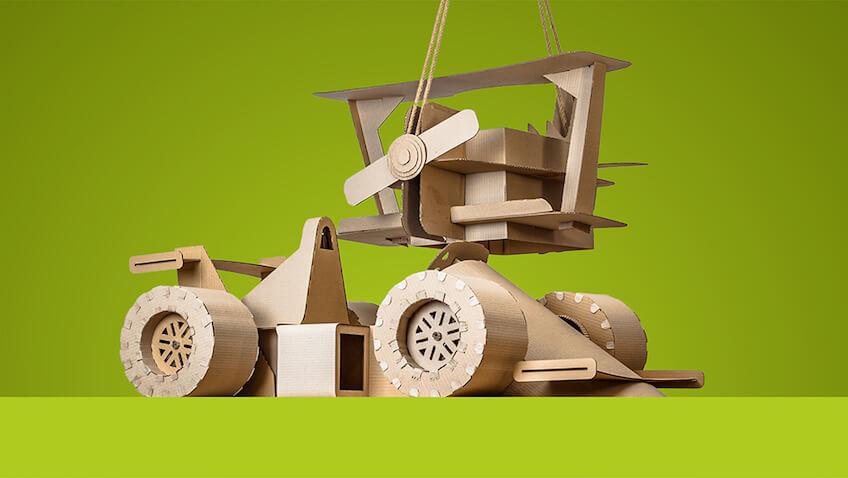 juguetes hechos de cartón para hacer con niños en casa